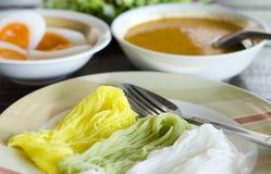 Suppennudeln und thailändisches und Soße und Nudel und Curry Stockfotografie