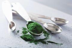 Supplément diététique sain de poudre de Spirulina Photo libre de droits