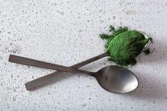 Supplément diététique sain de poudre de Spirulina Photo stock