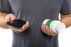 Supplementi d'ordinazione online tramite telefono cellulare Immagine Stock