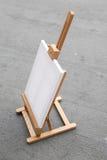 Support avec la toile blanc Photographie stock libre de droits