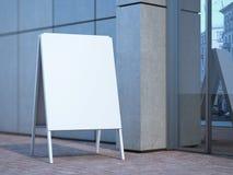 Support blanc de la publicité près de l'immeuble de bureaux rendu 3d Photo libre de droits