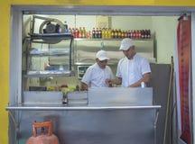 Support d'aliments de préparation rapide sur la rue photo libre de droits