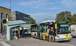 Support d'autobus à Bruges, Belgique images libres de droits