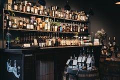 Support d'East London Liquor Company au marché de ville, Londres, R-U photos stock