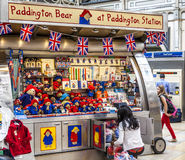 Support d'ours de Paddington à la station Londres de Paddington Photographie stock libre de droits