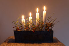 Support de bâton d'Advent Candle avec quatre bougies Image stock