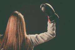 Support de boxeur vers l'arrière avec des bras en air Photos libres de droits