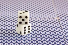 Support de matrices au dos des cartes jouantes photos stock