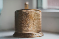 Support de tasse d'or Photographie stock libre de droits