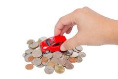 Support de voiture sur une pile des pièces de monnaie Image stock