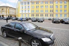 Support de voitures de gouvernement dans Kremlin Image libre de droits