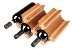 Support en bois décoratif fait main avec des bouteilles de vin rouge Souvenirs uniques images stock