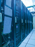 Support et piles de centre de traitement des données avec l'effet de couleur Image stock