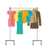 Support portatif de cintre de roulement avec les vêtements masculins et femelles illustration stock
