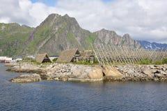 Support pour sécher le stockfisch chez Lofoten photographie stock