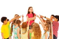 Support sûr de fille en cercle des amis Image libre de droits