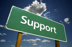 Support - signe de route. Photos stock