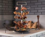 Support spécial de la sélection grillée de viande photos stock