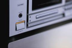 Support stéréo audio de vintage avec le récepteur de plate-forme d'enregistreur à cassettes et le s image libre de droits