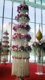 Support traditionnel d'art de décoration de fleurs parmi la société moderne Images libres de droits