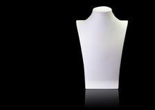 Support vide blanc de mannequin de collier d'isolement sur le backgroun noir Photos libres de droits