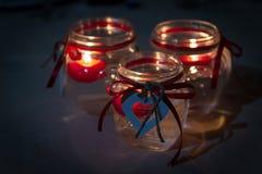 Supporti di candela con gli ornamenti a forma di del cuore Fotografia Stock Libera da Diritti