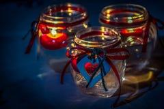 Supporti di candela con gli ornamenti a forma di del cuore Immagine Stock Libera da Diritti