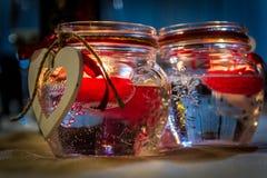 Supporti di candela con gli ornamenti a forma di del cuore Fotografie Stock Libere da Diritti