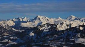 Supporto Albristhorn e Rinderberg nell'inverno Immagini Stock Libere da Diritti