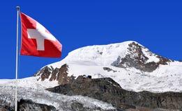 Supporto Alphubel con la bandiera dello svizzero Immagine Stock Libera da Diritti