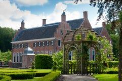 Supporto conico di legno in un giardino del castello Fotografie Stock Libere da Diritti