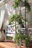 Supporto conico in un giardino immagine stock