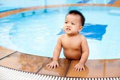 Supporto del bambino nel raggruppamento Fotografia Stock Libera da Diritti