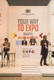 Supporto dell'Expo al pezzo 2015, scambio internazionale di turismo a Milano, Italia Fotografia Stock