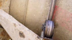 Supporto della betoniera al posto della costruzione stock footage