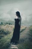 Supporto della donna sulla strada rurale Fotografia Stock