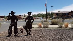 Supporto della scultura della banda nera del metallo davanti al parco nazionale del Grand Canyon dell'entrata all'Arizona U.S.A.  fotografia stock