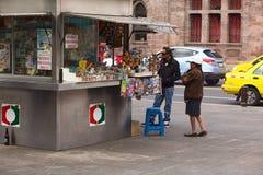 Supporto dello spuntino nel parco di Cevallos in Ambato, Ecuador Fotografie Stock