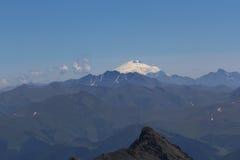Supporto di Elbrus lontano Fotografia Stock