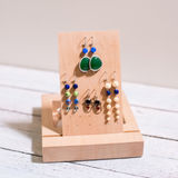 Supporto di legno dei gioielli fotografie stock libere da diritti