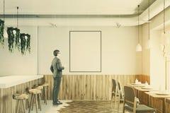 Supporto di legno della barra bianca, manifesto tonificato Immagini Stock