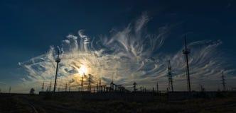 Supporto e cavi della centrale elettrica Fotografia Stock