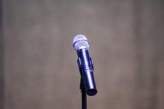 Supporto e microfono su una fase di festival Fotografia Stock Libera da Diritti
