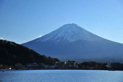 Supporto fuji con il lago Fotografie Stock
