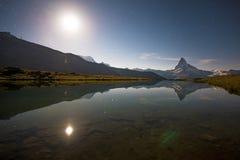 Supporto il Cervino nelle alpi svizzere, Europa Paesaggio di notte con Fotografia Stock Libera da Diritti