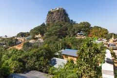 Supporto Popa, a Bagan, il Myanmar fotografia stock libera da diritti