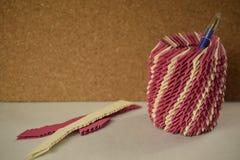 Supporto rosa della penna di origami Immagini Stock Libere da Diritti