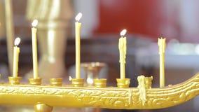 Supporto tailandese e fumo della candela, filtranti a sinistra video d archivio