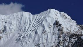 Supporto vicino Nuptse della bella montagna a forma di Fotografie Stock
